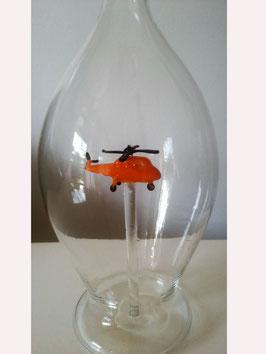 Karaffe, Flasche 0,5 L. mit orangenem Hubschrauber Höhe ca. 300 mm
