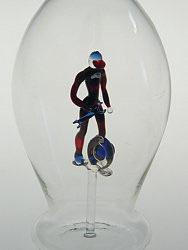 Karaffe, Flasche 0,5 L. mit farb. Automechaniker, Höhe ca 300 mm