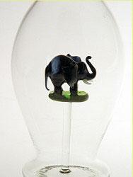 Karaffe, Flasche 0,5 L. mit schwarz. Elefant