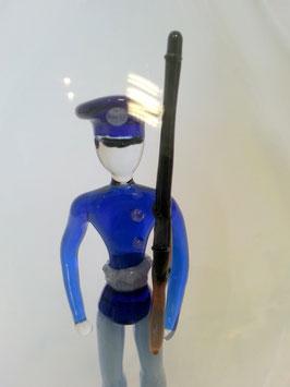 Karaffe, Flasche 0,5 L. mit farbigem Soldat