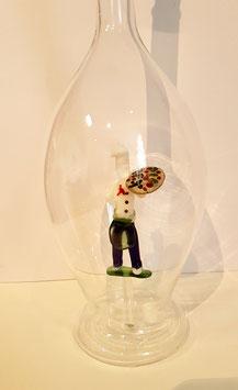 Karaffe 0,5 L. mit farbigem Pizzabecker im Inneren, mundgeblasen Höhe ca. 300 mm, Inhalt 0,5 Liter