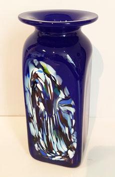 Vase eckig Höhe ca. 20 cm in kobaltblau mit einem farbigem Dekor, mundgeblasen