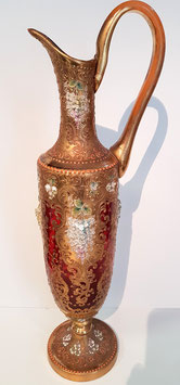 Antikes Glas Krug mit Henkel, Amphore, mit aufgetr. plastischem gold Dekor m. aufwendige Malerei mit Glazienblütten Hochemail Haida, Höhe ca. 45 cm, Breiteste Stelle ca. 13 cm, ca. 100 Jahre alt