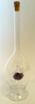 Karaffe mundgeblasen aus Glas mit Amethyst innen Inhalt 0,33 L., Höhe ca. 260 mm