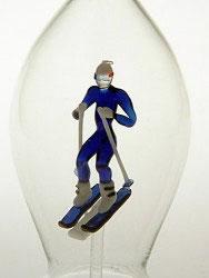 Karaffe, Flasche 0,5 L. mit farb. Skifahrer