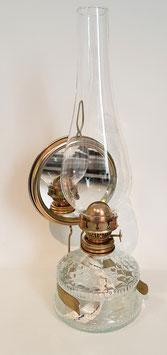 Antike Öllampe mit Spiegel im Messinghalterung, Höhe 32,5 cm, für Flachdocht Breite 15 mm, und mundgeblasenem Glasschirm