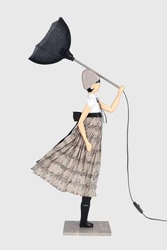 """Design Tischlampe Puppenlampe Skitso """"Nota"""" Frau mit Schirm"""
