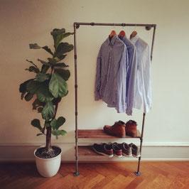 Steampunk Kleiderständer als Industrial Garderobe mit Vintage Schuhregal