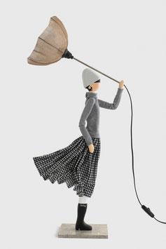 """Wohnzimmer Tischlampe als Figurlampe Leuchte als Frau mit Schirm """"IRO"""""""