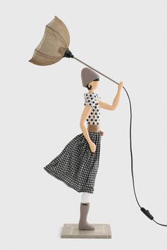 """Tischleuchte als Frau mit Schirm und Stoffkleid - Skitso Lampe """"Jean Marie"""""""