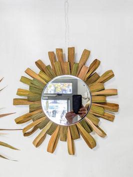 Spiegel mit Blättern