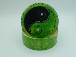 Grüne runde Schachtel asiatisch