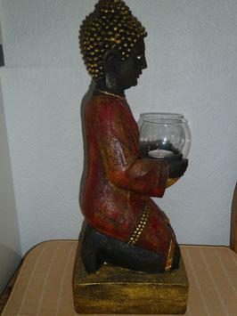 Buddha knieend