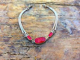 Armband mit roter Koralle