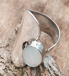 auffälliger Silberring mit Perlmutt