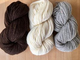 100 g Merino Schurwolle Garn Naturfarben/ pflanzengefärbt