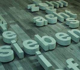 Beton-Buchstaben Arial Narrow Bold (24 cm / 17 cm Versalhöhe)
