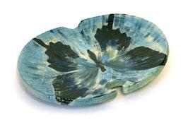 Gewölbte Platte mit blauem Schmetterling