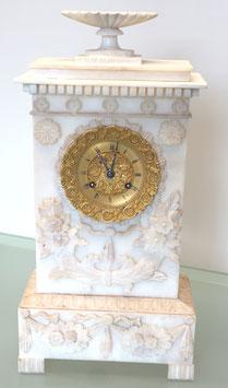 Franz. Tischpendeluhr antik, Alabaster weiss, im Stil Louis-Philippe, ca. 1850