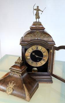 Antike Pendule mit Sockel zur Aufhängung - ca. 1790