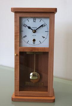 Tischuhr Massivholz Birne natur, Bauhaus-Design, Made in Switzerland, neu, 2 Jahre Garantie