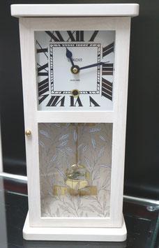 Tischuhr Massivholz Buche weiss, Glas bedruckt, römische Ziffern, Made in Switzerland, neu, 2 Jahre Garantie