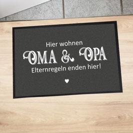 """Fußmatte """"Hier wohnen Oma & Opa"""""""
