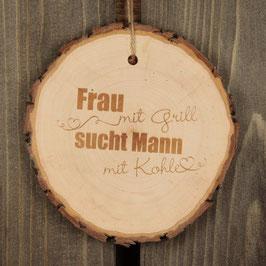 """Baumscheibe """"Frau mit Grill"""""""