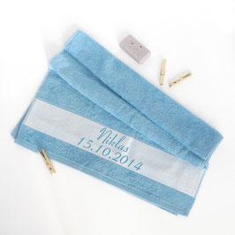 Flauschiges Handtuch mit Namen und Datum