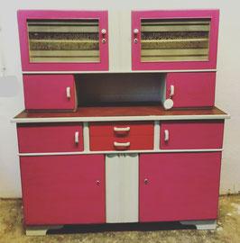 Pinker Küchenschrank