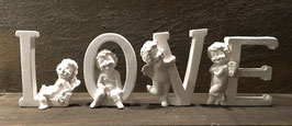 LOVE mit Engelsbuchstaben