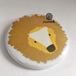 Button Löwe.