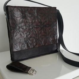 Model vierkante handtas met flap. Prijs vanaf