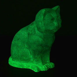 Betonfigur Katze grün leuchtend