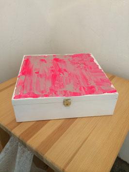 Margit Anglmaier: Box Pink Fusion