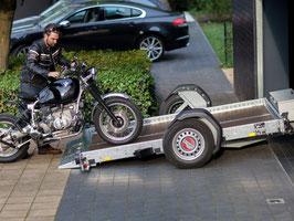 """TYP """"D"""" Absenkanhänger Motorradanhänger für 2 grosse Motorräder"""