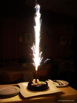 Vela de chispas y letrero Happy Birthday