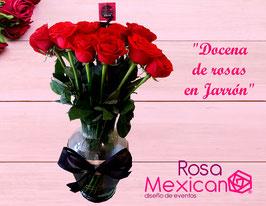 Docena de rosas en Jarrón