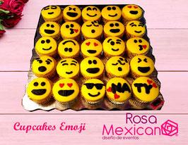 Cupcakes de emoji completamente decorados con betún de mantequilla