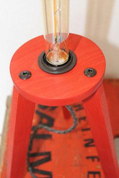 Dreibein-Lampe Buche in poppy red, Gestell ca. 30 cm hoch, inklusive abgebildetem LED-Leuchtmittel