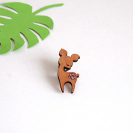 "Pin's en bois ""Little Biche"""