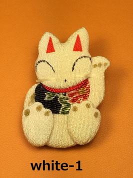 ☆ Maneki-Neko Brooch ☆