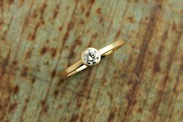 750er Goldring mit Diamant