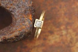 750er Goldring mit Rohdiamant