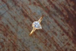 750er Goldring mit Diamant Tropfenform