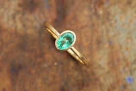 750er Goldring mit Smaragd oval