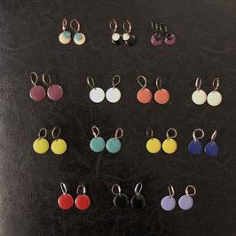 Emaille-Ohrringe in verschiedenen Farben