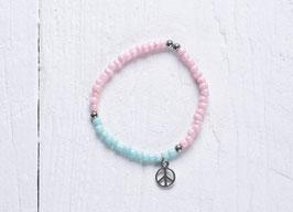 Pastellfarbenes Perlenrambend im Hippie Style