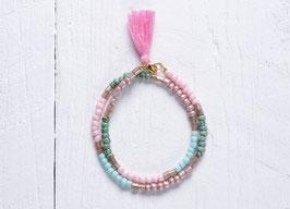 Wickelarmband aus bunten Perlen im Hippie Style