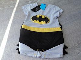 V-67 Batman Kostüm/Spieler  mit Umhang und vorne gepolstert für mehr Muckis ;)) Neu mit Etikett von JUSTICE LEAGUE Gr. 0-6 Monate